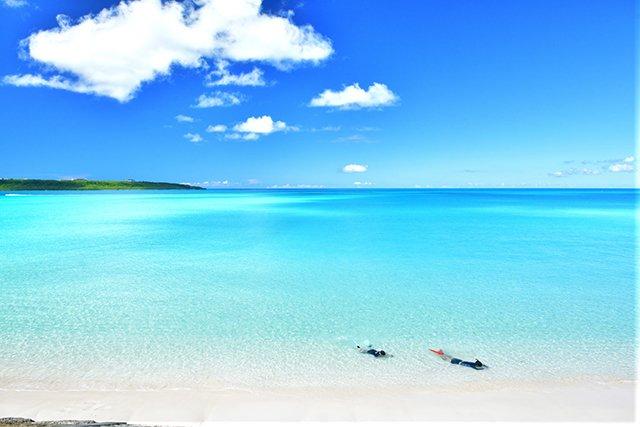 ただの真っ白な砂浜と、ただの綺麗な海