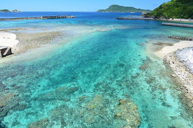 島と島の間の海