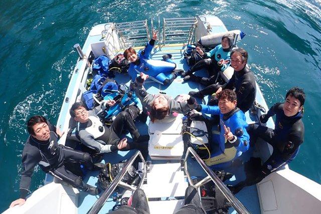 ボートでポイントに向けて