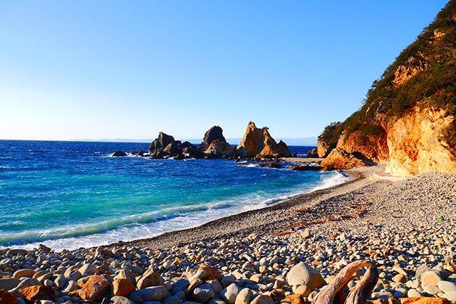大自然を感じられる波勝崎のビーチ