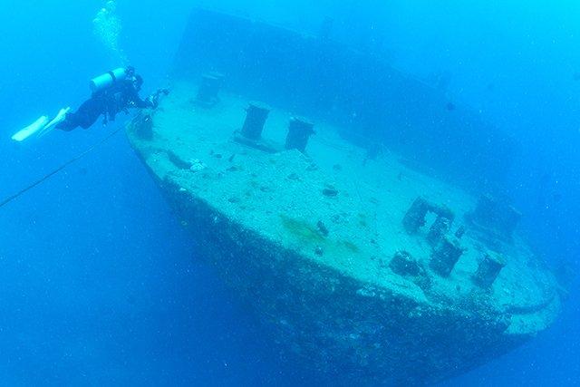 沈船の中に入ることもできる!