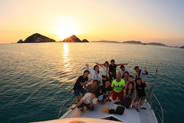 船上から眺める夕日