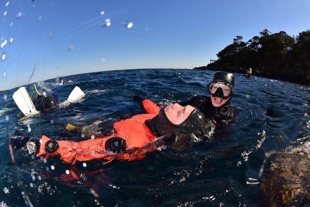 水面での緊急対処訓練