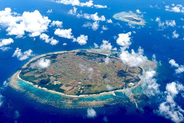 上空から見た多良間島と水納島