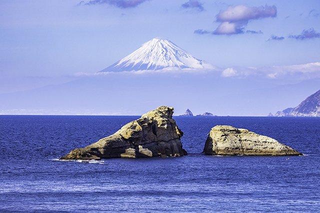 牛着岩と富士山