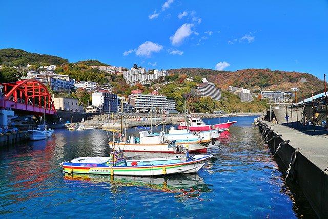伊豆山の港